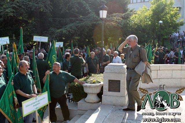 Шествие-парад на ловните знамена по случай 130 години организирано ловно движение в България